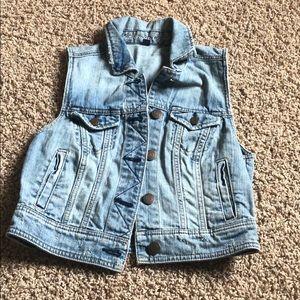 American Eagle sleeveless jean jacket!